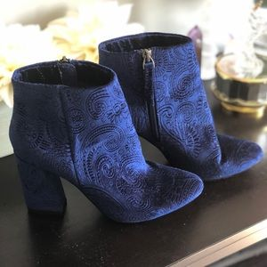 Blue velvet ankle pumps heels size 6 who what wear